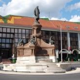 Zsolnay szobor